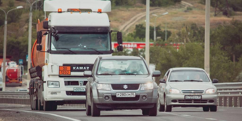 """""""Выезд на встречную"""": в ГИБДД назвали самый опасный маневр на дороге"""