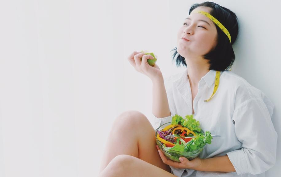 """Про овощи, фруктозу и кефир: эндокринолог развеяла мифы о """"чудо-продуктах"""", помогающих худеть"""