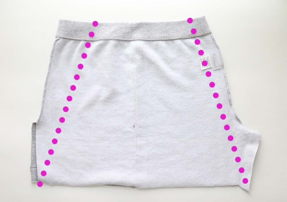 Как переделать старые детские штаны в хорошенькую юбку с карманом: простая инструкция