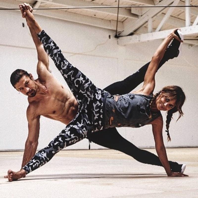 На 80% это умственная работа: личный тренер 54-летней Холли Берри о своем подходе к упражнениям