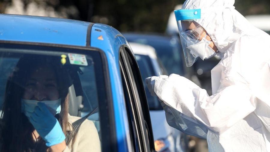 На Балканы с прививкой: Хорватия с 1 апреля разрешит въезд в страну привившимся российскими и китайскими вакцинами