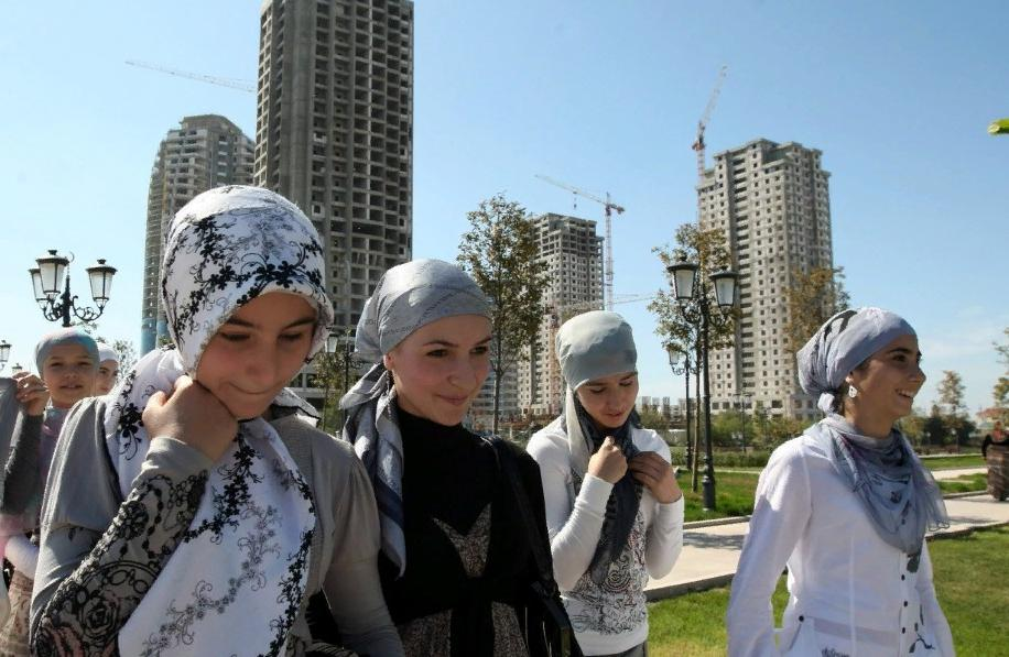 """""""Устроиться на работу в платке очень сложно, почти всегда это заканчивается отказом"""": какие еще сложности в России у женщин в хиджабах"""