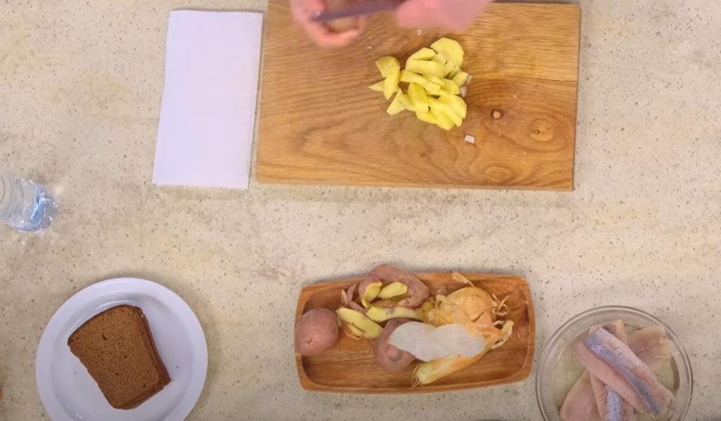 """""""Смотрю ей в глаза"""": Лариса Рубальская рассказала, как выбирает селедку, а также поделилась рецептом фирменной жареной картошечки"""