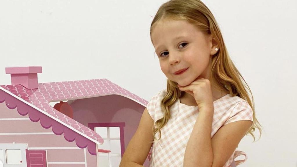 """""""Еще больше радости детям и семьям по всему миру"""": 7-летний блогер Настя Радзинская подписала контракт с компанией Уилла Смита"""