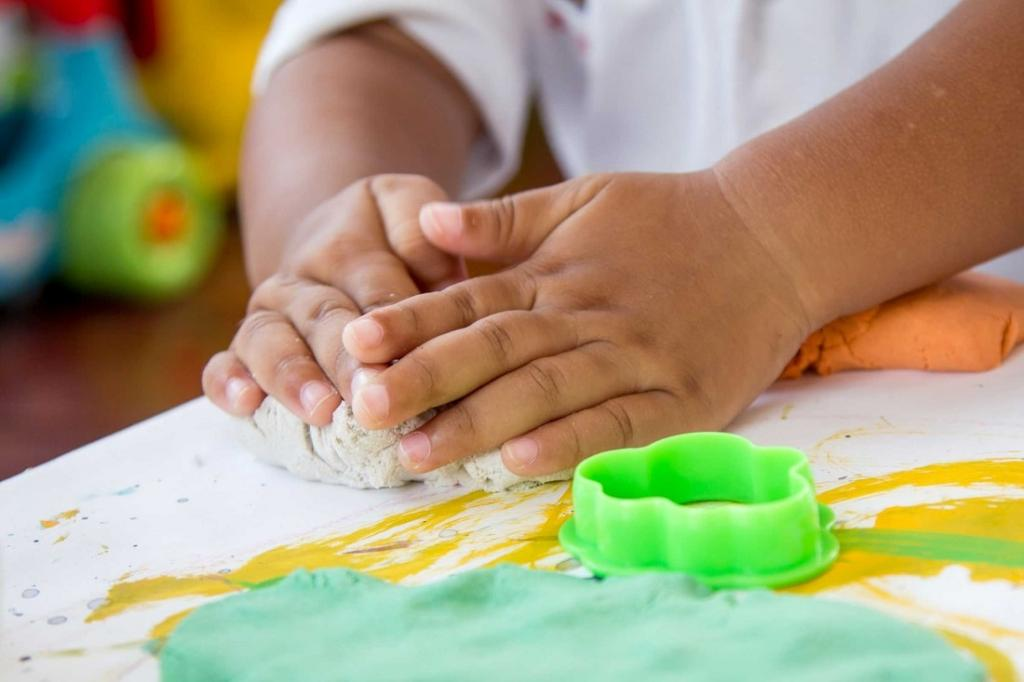 Даем в руки ножницы: эффективные способы улучшить почерк ребенка
