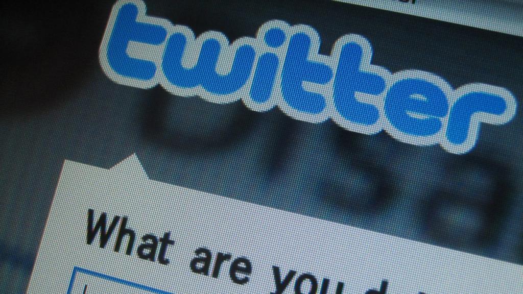 Похоже, что Twitter объявил интернет-войну: несмотря на штрафы, компания игнорирует требование убрать запрещенный контент