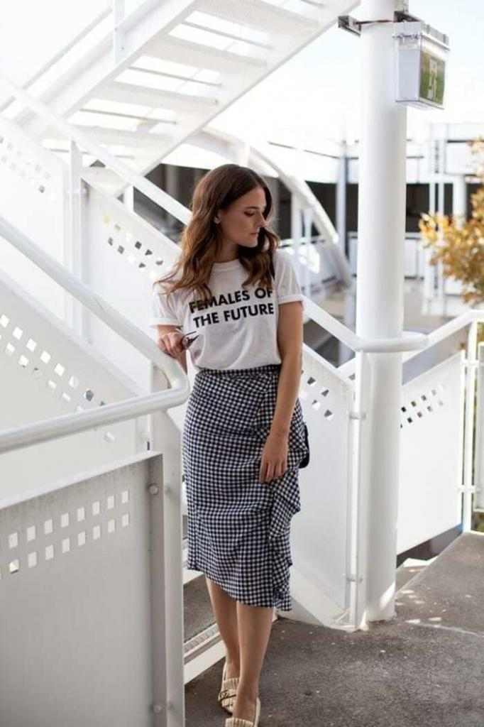 Юбочные тенденции на весну-лето для женщин старше 35: трендовые модели и советы, как их носить