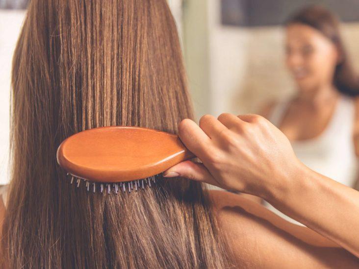 Делаем домашнюю маску для сухих и выпадающих волос. Нужно кокосовое масло, йогурт и витамин Е: результат уже после первой процедуры