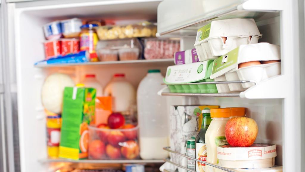 """Полка """"срочно съесть"""", полезное на уровне глаз: как навести порядок в холодильнике с пользой для кошелька"""
