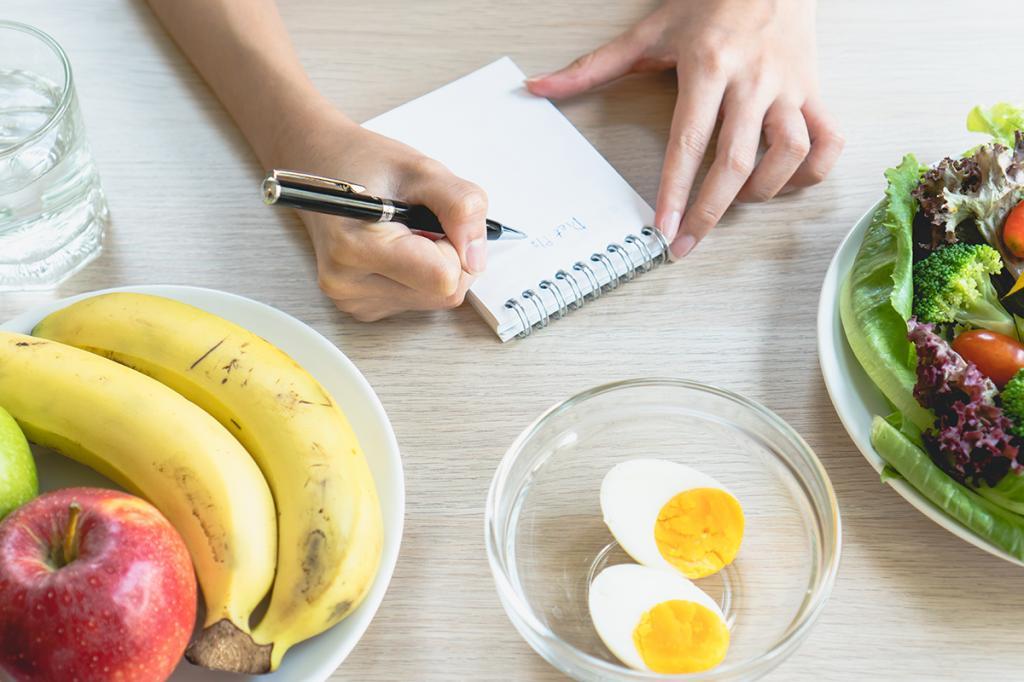 Эксперты сообщили, как справиться с перееданием