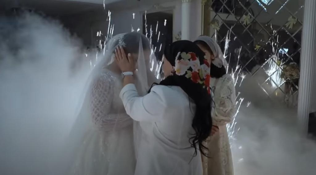 Чеченская свадьба: самая красивая встреча невесты с родственниками жениха (видео)