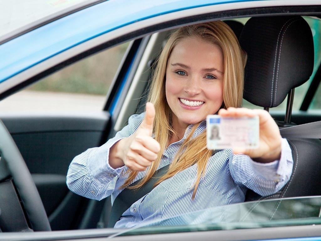 Меньше людей, на дорогах светло: россиянам объяснили, почему сдавать экзамен на права лучше летом