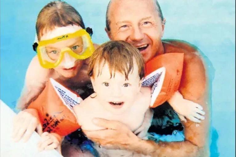 Восемь лет спустя: как сейчас живут двое сыновей и дочь Андрея Панина