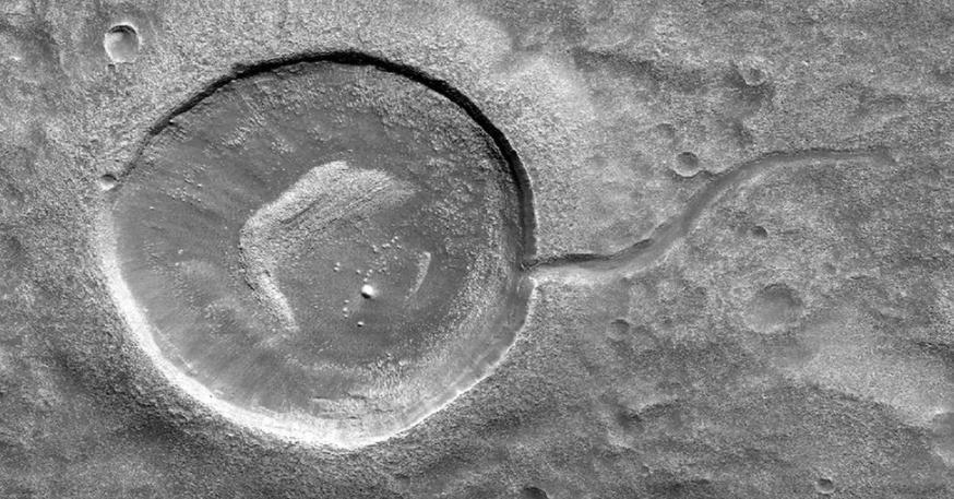 От пушечного ядра до пончика с желе и Pac-Man: странные объекты, увиденные на Марсе, и их логическое объяснение (фото)