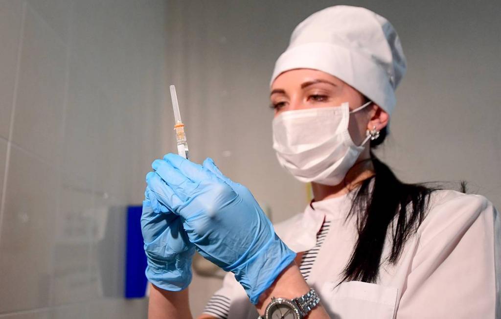 В России уже 7 миллионов человек получили вакцину от COVID-19, лидером стала Чукотка
