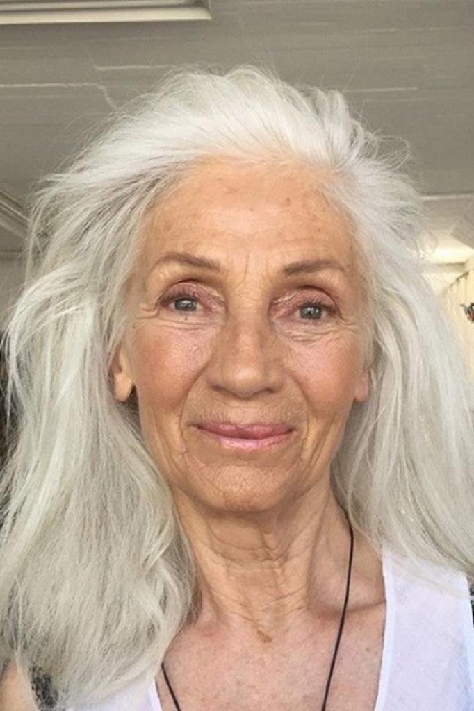 Обладательницы длинных волос доказали, что с возрастом не обязательно коротко стричься: фото