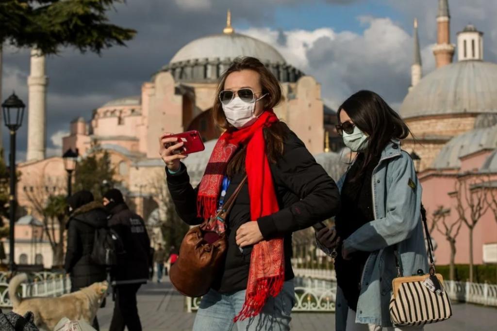 Турция открыта для наших туристов, но стоит понимать риски: в курортной стране четвертый суточный рекорд по количеству заражений COVID-19