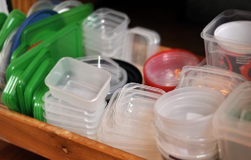 """""""Заменить, если появились царапины, сколы или изменился цвет"""": как распознать непригодную пластиковую посуду"""