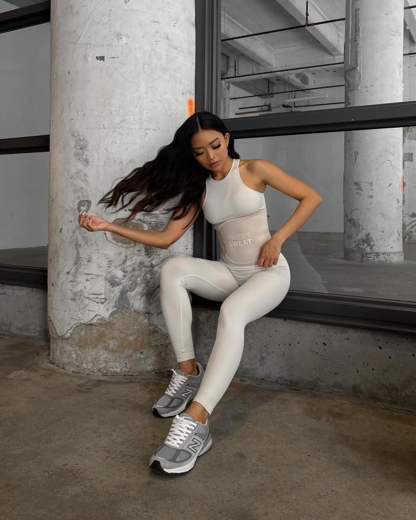Какие кроссовки носить этой весной и летом: подборка модных моделей и оттенков