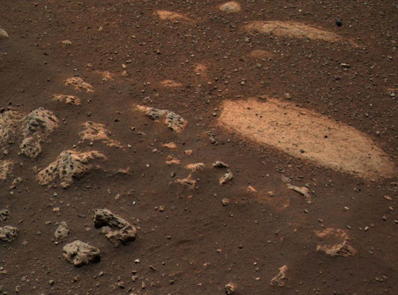 Странный камень с отверстиями: НАСА обнародовало снимок последней находки на Марсе