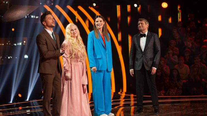 """Ксения Бахчалова сумела растопить сердца всей сотни на шоу """"Ну-ка, все вместе!"""" Финалистку сравнили с ангелом (видео)"""