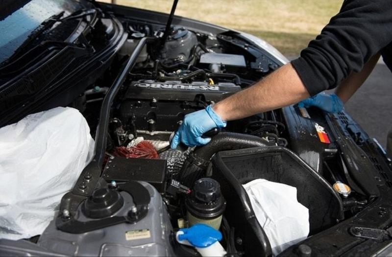 Собираемся в отпуск: как самостоятельно почистить моторный отсек автомобиля