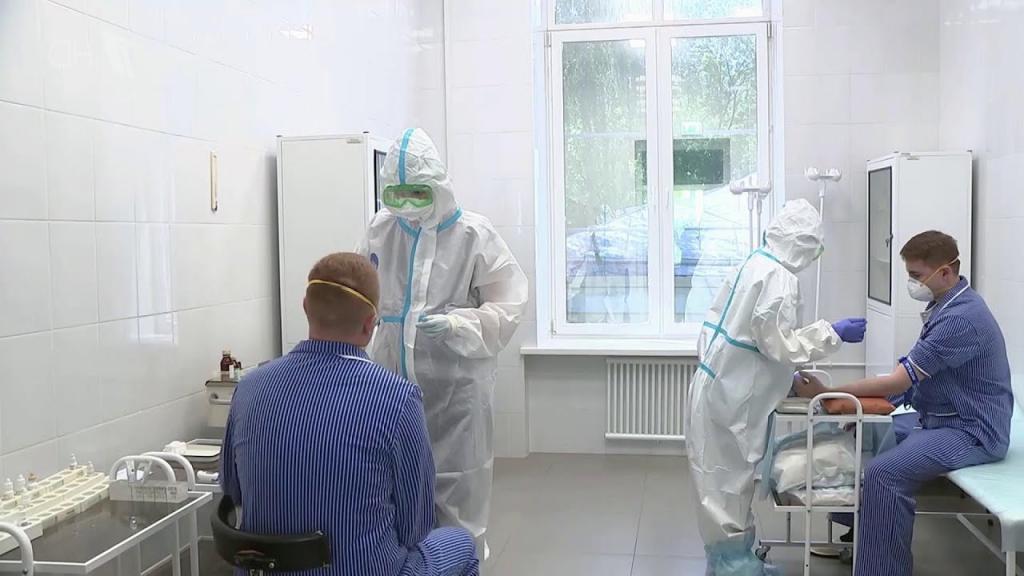 Российский врач прокомментировал миф о том, что во время вакцинации от COVID-19 людей чипируют