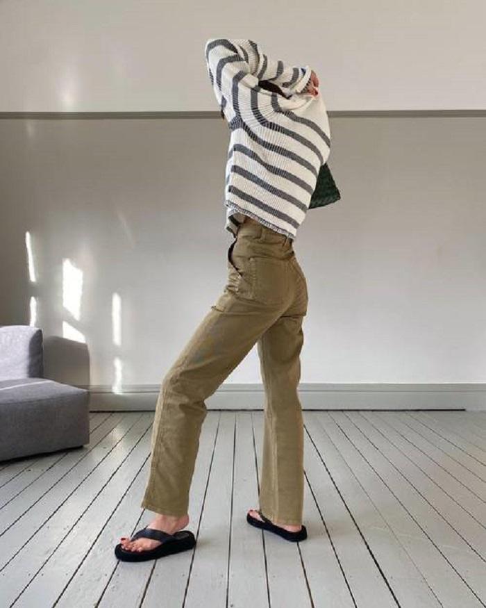 Легкие, в светлых оттенках: брюки, которые будут на пике популярности весной и летом 2021-го