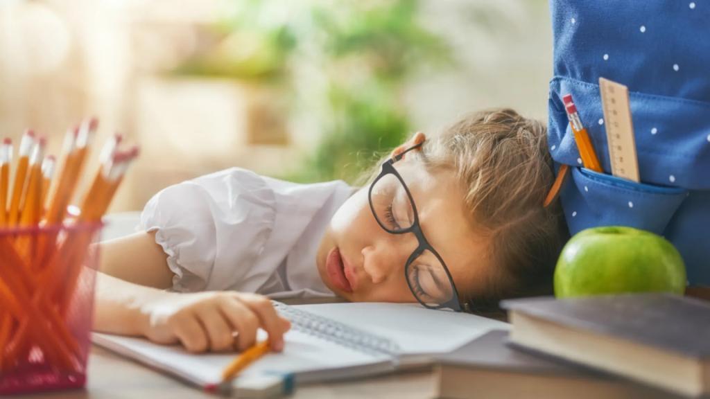 Ребенок не вырастет ленивым, если иногда делать что-то за него: как родителям и детям морально подготовиться к первому классу