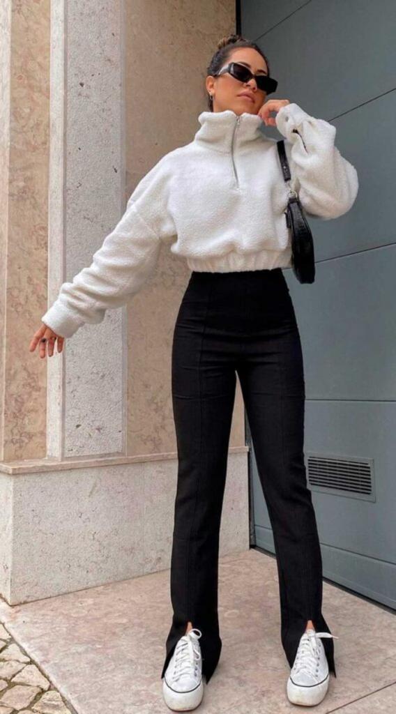 Они просто незаменимы при создании стильного образа: модные модели черных брюк-клеш и советы, как их носить