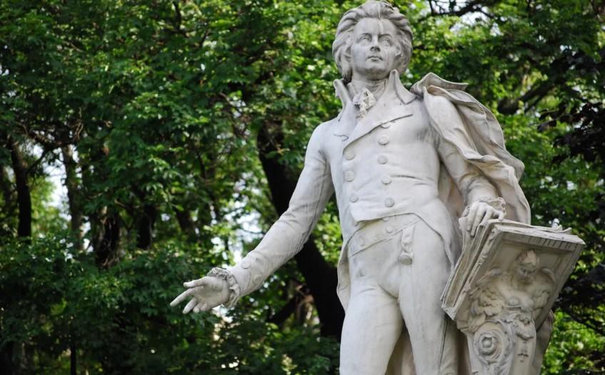 «Я не пытаюсь поставить себя на пьедестал рядом с ним»: профессор музыки дописал незаконченные произведения Моцарта