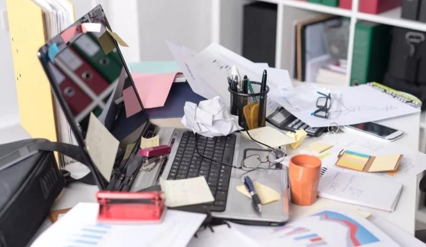 Одержимость новостями и беспорядок: семь привычек, которые поглощают энергию