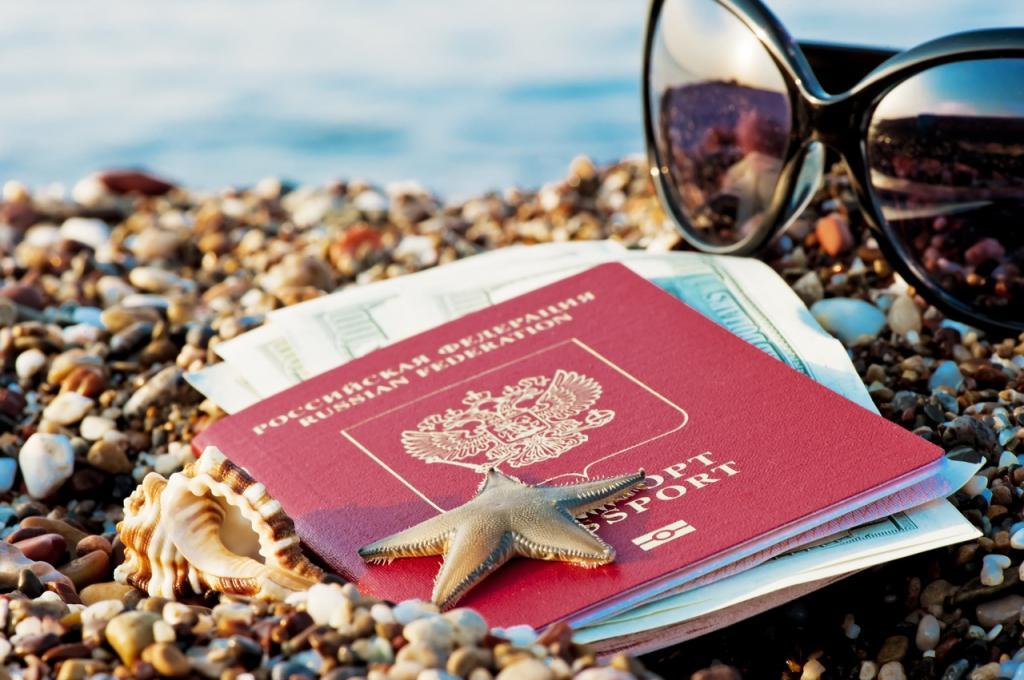 """Россиянам объяснили, можно ли использовать COVID-сертификаты, полученные на """"Госуслугах"""", для поездки за границу"""
