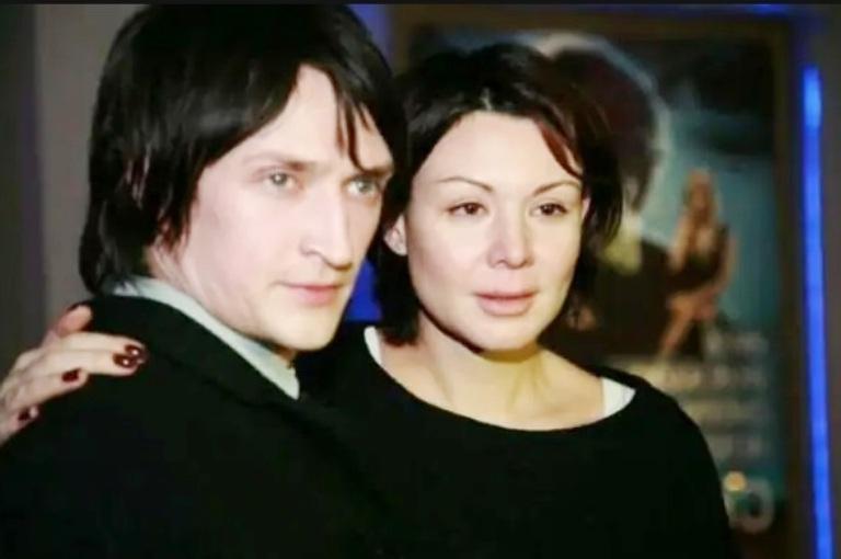 """Двое сыновей от любимой супруги: как сейчас живет Юрий Чурсин, сыгравший главную роль в сериале """"Хиромант"""""""