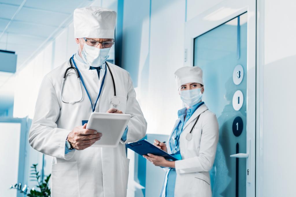 Медицинские работники могут получить право надосрочное назначение пенсии постарости