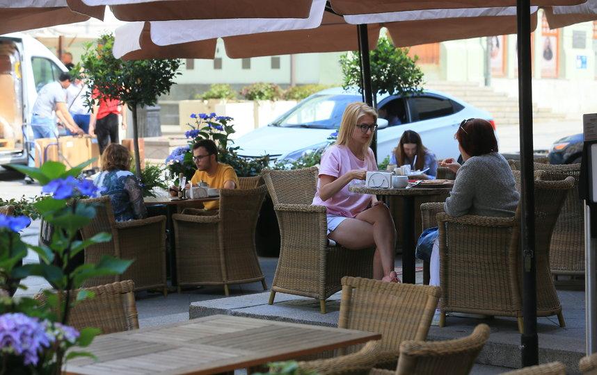 Власти Брюсселя разрешили кафе и ресторанам обустраивать летние террасы на общественных парковках