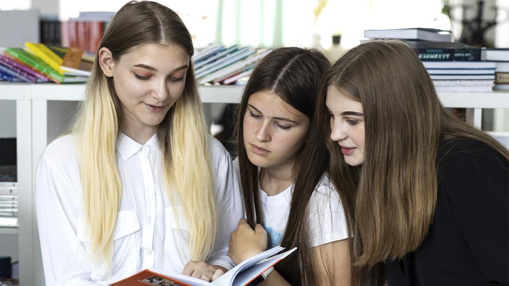 Читательская и математическая грамотность российских школьников повысилась: результаты международного исследования