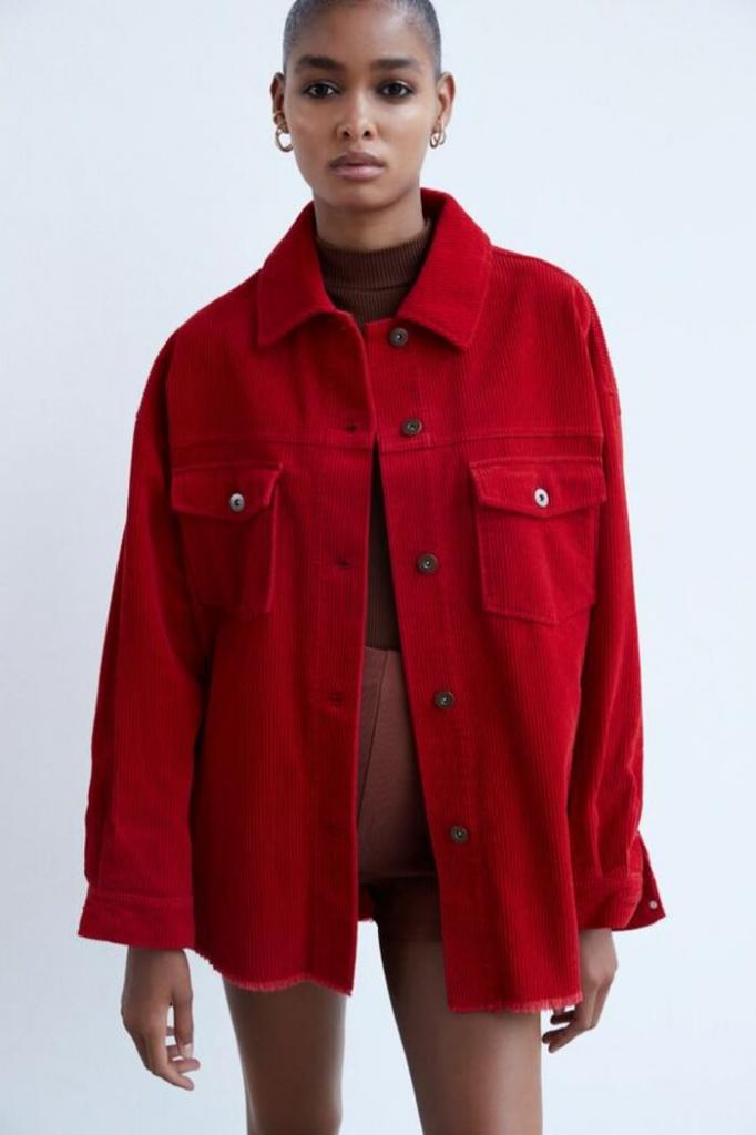 Овершот - новый тренд: с чем комбинировать объемные рубашки этой весной (модные модели и советы)