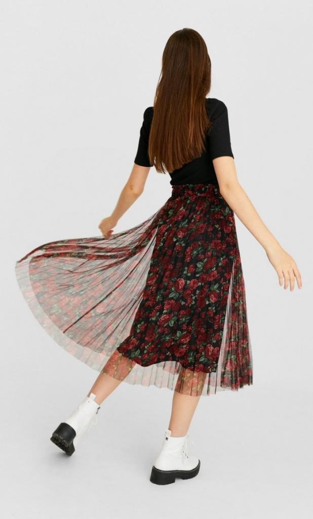 Один их только шикарный вид заставит забыть о брюках: как носить модные плиссированные юбки женщинам с разной фигурой (модные модели и советы)
