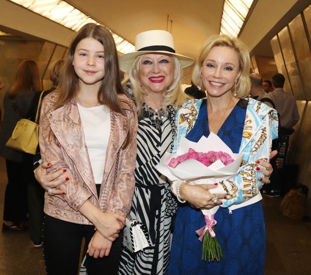 """""""В 8 приехали с цветами и сладостями"""": Зудина рассказала, как их с Табаковым дочь отметила день рождения"""