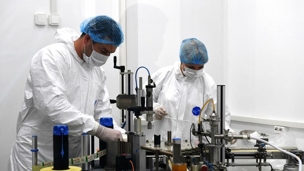 «Препарат является однокомпонентным, но вводится дважды». В научном центре «Вектор» рассказали об особенностях вакцины «ЭпиВакКорона»