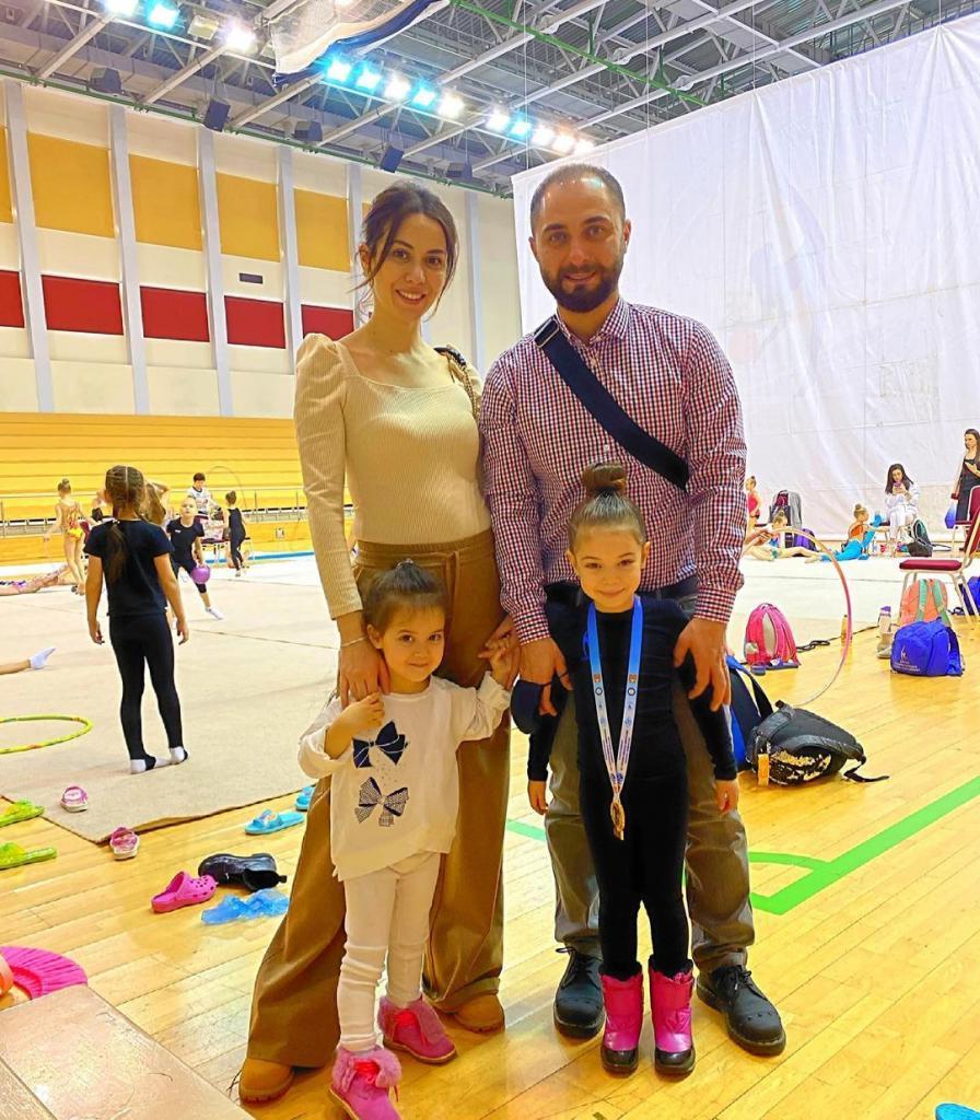 Красавица жена и 4 детей: большая и счастливая семья Демиса Карибидиса (новые фото)