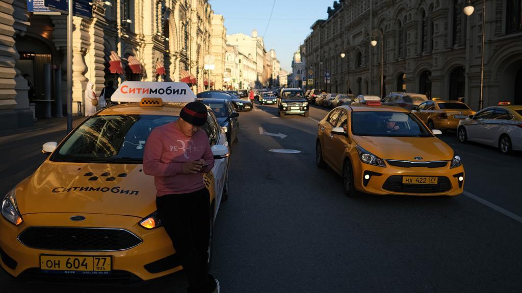 Как в России относятся к суевериям в такси: топ самых интересных примет у водителей