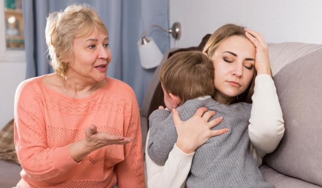 Их опыт устарел: доктор Комаровский объяснил, почему бабушки вредят своим внукам