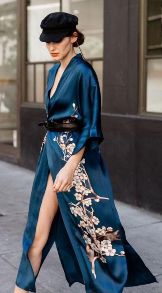 Кимоно - это не домашний халат, а стильный наряд весны: как и с чем носить трендовую вещь (советы и примеры)