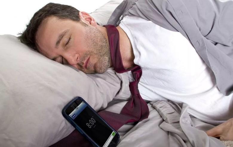 Радиация окружает нас везде, поэтому телефон нужно держать подальше от кровати