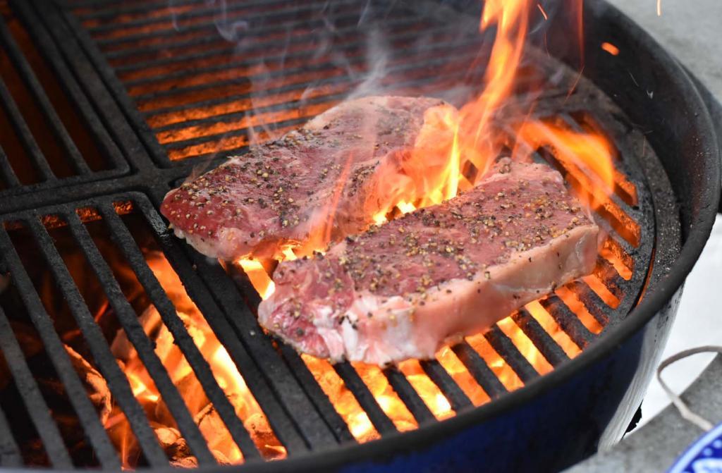 Быстро загорается: почему для гриля и жарки подходят далеко не все масла