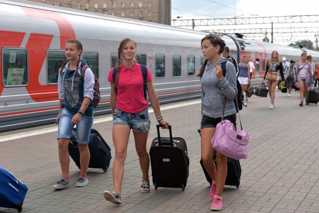 В два раза чаще авиарейсы и на 80 поездов больше: добираться до черноморского побережья россиянам в этом году будет еще проще