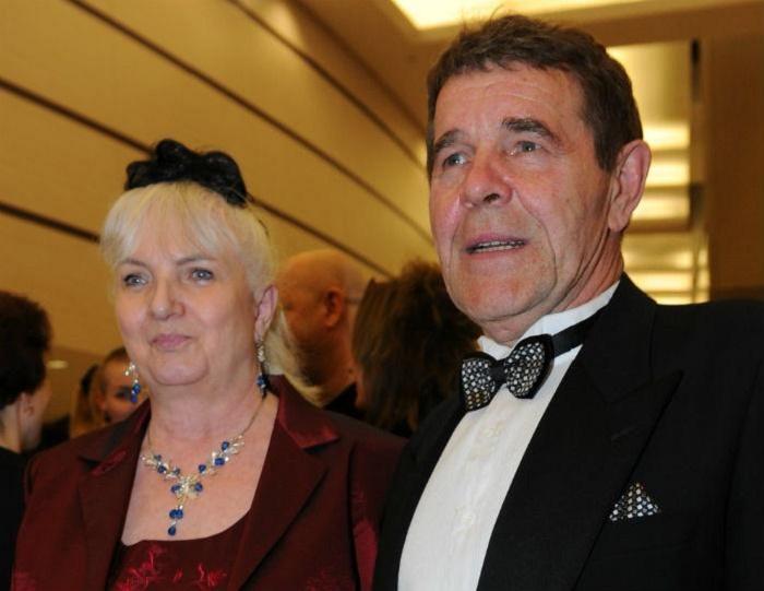 Распродает имущество за копейки: вдова Алексея Булдакова связалась с брачным аферистом, двойником Баскова