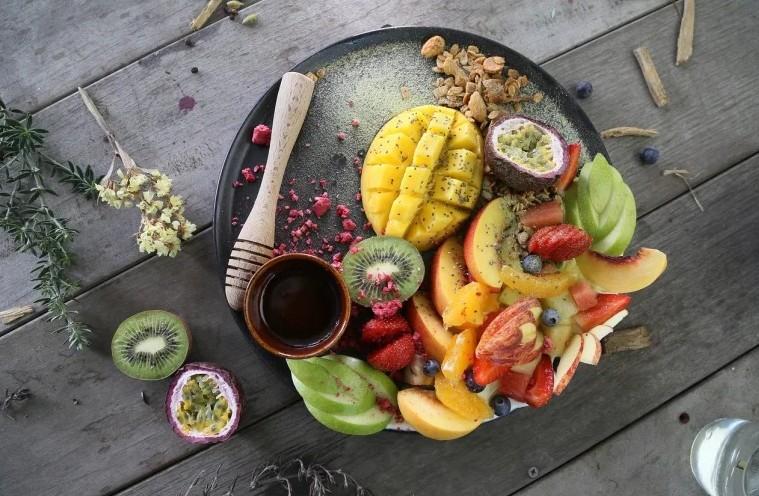 Самый простой способ избежать болезней в пожилом возрасте — есть всю жизнь овощи и фрукты. Но не все они полезны: выводы специалистов